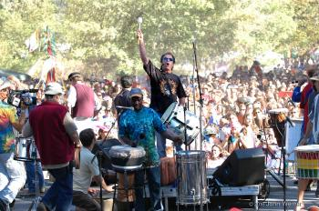 5000 REMO drums set the World Record for Largest Drum Circle